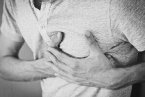 bröstsmärta