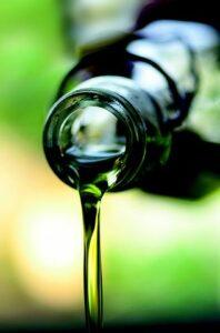 flaska med olivolja