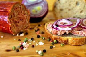Smörgås med korv och salt